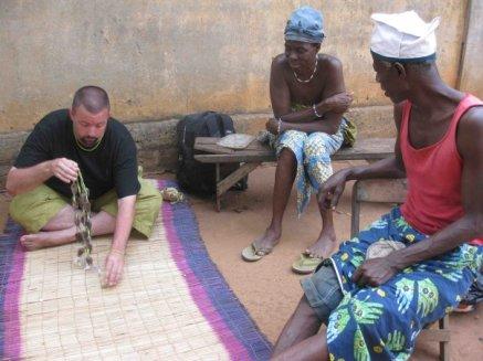 Performing Ifá Divination, Photograph by Martine de Souza (2010). Benin.